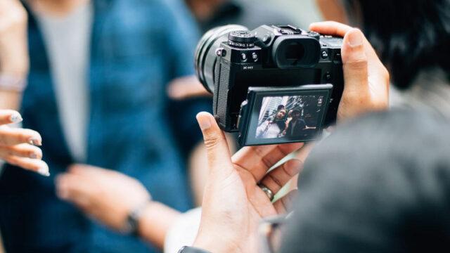 マッチングアプリの写真をプロに頼むメリット・デメリットを紹介!